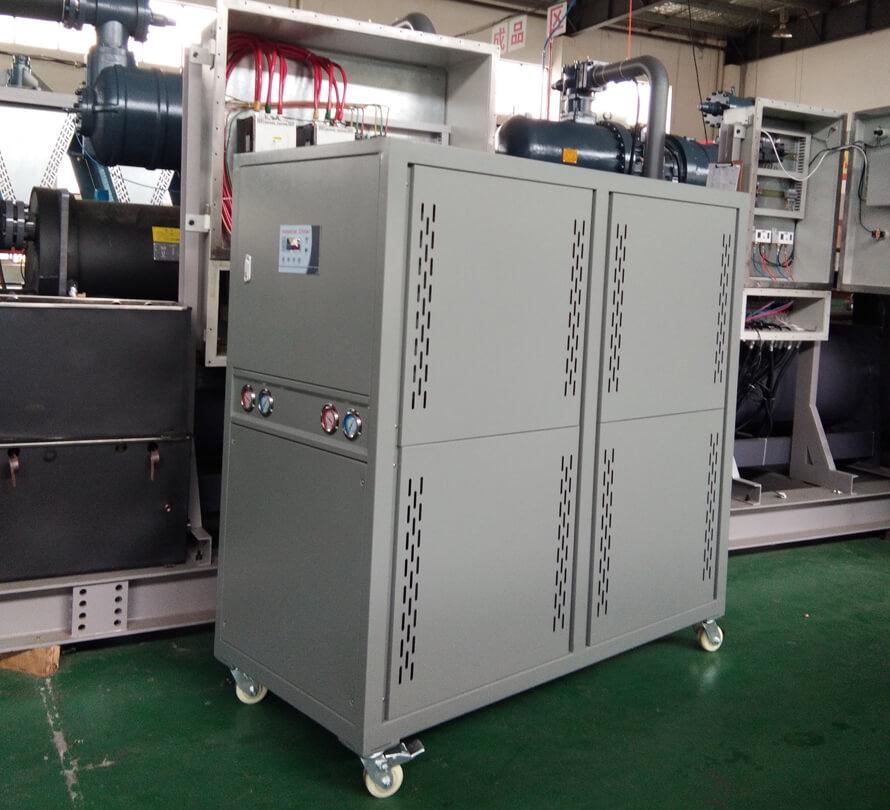 挤出机怎么配制冷机组:挤出机控温冷水机选型